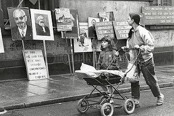 Bunte Republik Neustadt  Ausstellung DDR-Propaganda  Dresden  DDR  Juni 1990