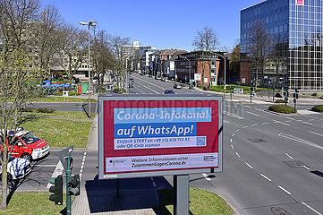 Deutschland  Nordrhein-Westfalen  Essen- Werbetafel mit Verhaltensregeln waehrend der Coronapandemie