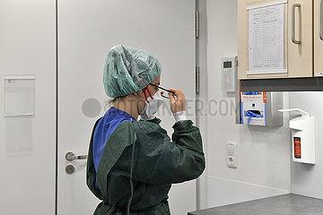 Deutschland  Nordrhein-Westfalen  Essen - Infektionsstation im Universitaetsklinikum Essen