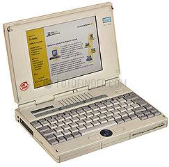 Notebook  Siemens Nixdorf  1995 mit Online Banking Demo Commerzbank  2000