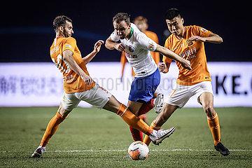 (SP)CHINA-LIAONING-DALIAN-FOOTBALL-CSL-WUHAN VS QINGDAO (CN)