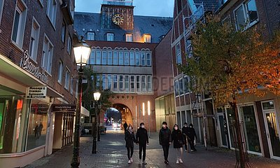Innenstadt von Emden mit geschlossenen Geschaeften