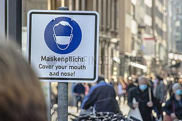 Maskenpflicht in der Muenchener Innenstadt  Schild  Oktober 2020