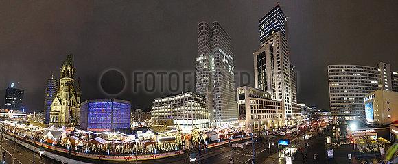 Berlin  Deutschland  Weihnachtsmarkt auf dem Breitscheidplatz an der Gedaechtniskirche