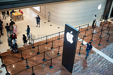 Singapur  Republik Singapur  Neuer Apple Flagshipstore am Ufer in Marina Bay Sands