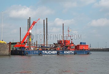 Pontonschiff Lift 100 der Taucher Knoth GmbH | pontoon ship Lift 100 from Taucher Knoth GmbH