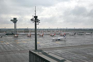Schoenefeld  Brandenburg  Deutschland - Ausblick von der Besucherterrasse des Flughafen Berlin Brandenburg BER auf das Vorfeld.