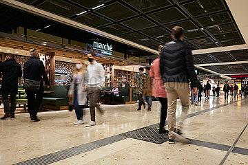 Schoenefeld  Brandenburg  Deutschland - Gastronomieangebote im Terminal 1 des Flughafen Berlin Brandenburg BER.