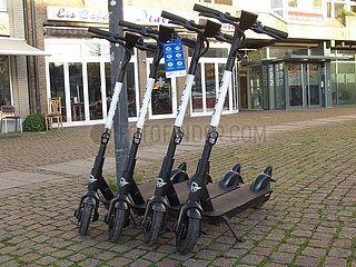 Parkplatz f¸r E-Scooter | parking space for e-scooters