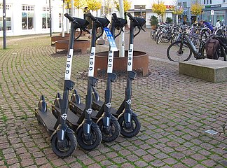 Parkplatz f¸r E-Scooter   parking space for e-scooters