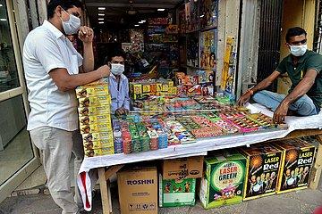 INDIEN-DELHI-KRACHER SHOP