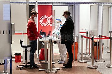 Schoenefeld  Brandenburg  Deutschland - Covid-19 Testzentrum der Firma Centogene am Flughafen Berlin-Brandenburg.