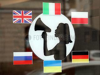 Krakau  Polen  Hinweis auf ein mehrsprachiges Geschaeft