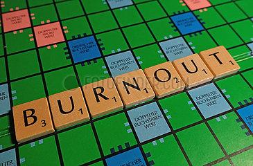 Berlin  das Wort Burnout auf einem Scrabblebrett