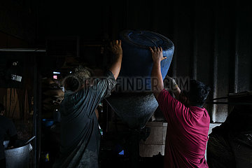 MALAYSIA-KLANG-CHUAN HOE COFFEE FACTORY-traditionelle Kaffee MAKING