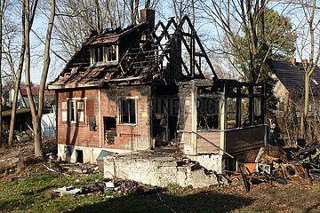 Berlin  Deutschland  unbewohnbares Einfamilienhaus nach einem Brand