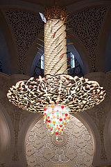 Abu Dhabi  Vereinigte Arabische Emirate  Kronleuchter in der Scheich Zayid Moschee