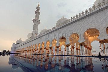 Abu Dhabi  Vereinigte Arabische Emirate  Ansicht der Scheich Zayid Moschee