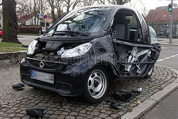 Berlin  Deutschland  Unfallwagen steht am Strassenrand