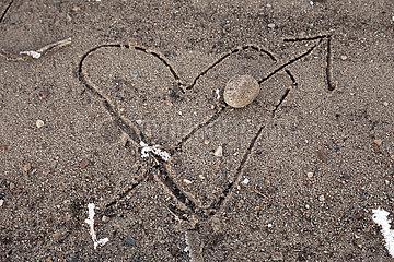 Graditz  Deutschland  Herz mit Pfeil wurde in den Sand geritzt