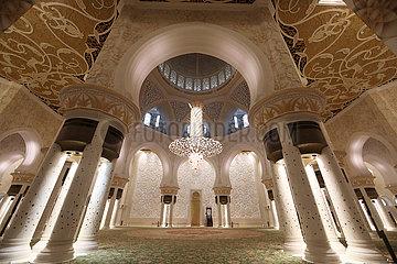 Abu Dhabi  Vereinigte Arabische Emirate  Innenansicht der Scheich Zayid Moschee