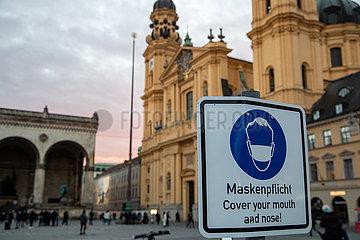 München: Maskenplicht unter rosa Himmel