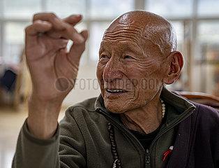 (InTibet) CHINA-TIBET-Qamdo-Thangkamalerei-TRAINING (CN)