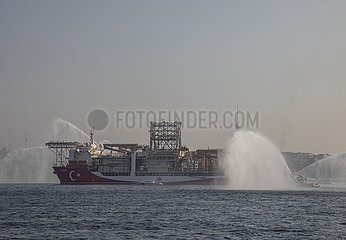 TÜRKEI-ISTANBUL-Bohrschiff-BLACK SEA