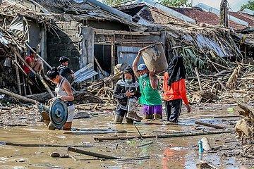 PHILIPPINEN-RIZAL-TYPHOON VAMCO-AFTERMATH