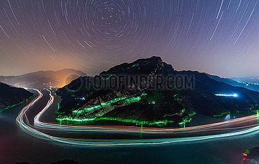 # CHINA-HUBEI-JANGTSE-NACHTSZENE (CN)