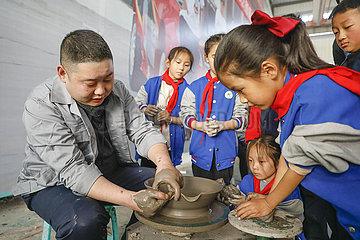 # CHINA-HENAN-BAOFENG-RU-FEIN Studenten (CN)