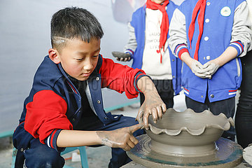 # CHINA-HENAN-BAOFENG-RU-FEIN Studenten (CN) # CHINA-HENAN-BAOFENG-RU-FEIN Studenten (CN)