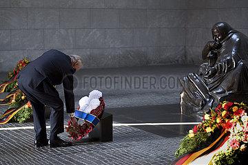 Prince Charles  Volkstrauertag Kranzniederlegung Neue Wache