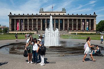 Berlin  Deutschland  Aussenansicht Altes Museum vom Lustgarten auf der Museumsinsel in Mitte