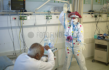 ISRAEL-SAFED-COVID-19-MEDICAL CLOWN