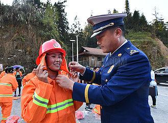 CHINA-GUANGXI-Rongshui-Miao Dorf -Volunteer Feuerwehrmann (CN)
