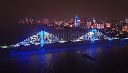 CHINA-WORLD Kindertages SEHENSWÜRDIGKEITEN-BLUE LIGHTING (CN)