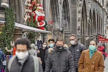 Passanten in der Muenchener Innenstadt  Maskenpflicht  November 2020