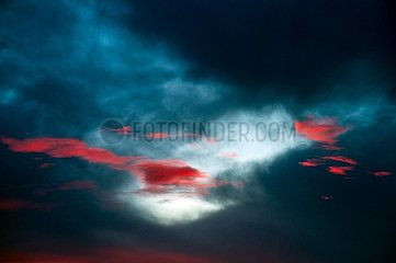 Rote Wolken vor blauen Serie
