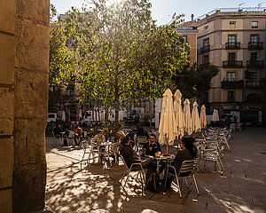 SPAIN-CATALONIA-BARS AND RESTAURANTS-REOPENING