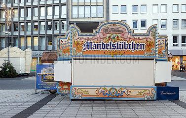 Weihnachtsmarkt geschlossen in Zeiten der Coronakrise  Bochum  Nordrhein-Westfalen  Deutschland