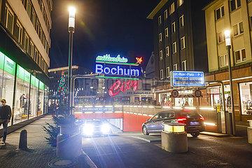 Parkhaus in der Bochumer Innenstadt in Zeiten der Coronakrise zur Vorweihnachtszeit  Bochum  Nordrhein-Westfalen  Deutschland