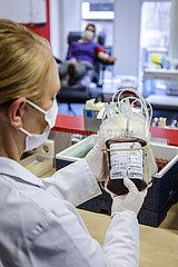 Blutspende in Zeiten der Coronakrise  DRK Blutspendedienst West  Essen  Nordrhein-Westfalen  Deutschland