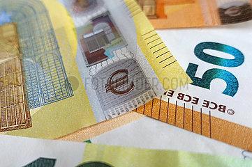 Berlin  Deutschland  Eurozeichen auf einer 200-Eurobanknote