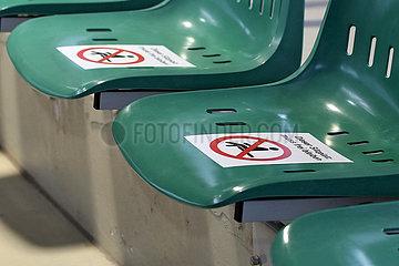 Iffezheim  nicht freigegebene Sitze in Zeiten der Coronapandemie in der Auktionshalle
