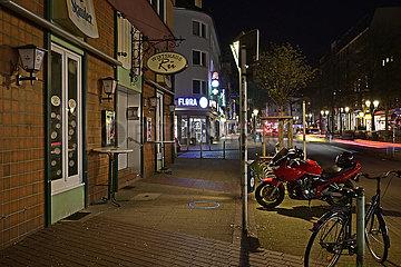 Deutschland  Nordhrein-Westfalen  Essen - Menschleere Einkaufstrasse in Essen waehrend der Coronapandemie