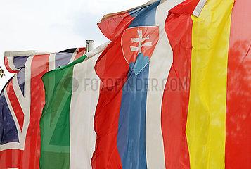 Baden-Baden  Deutschland  Nationalfahnen von Grossbritannien  Ungarn  der Slowakei und Spanien
