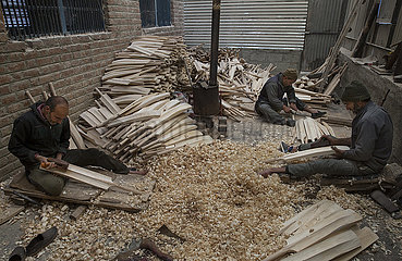 KASHMIR-SRINAGAR-CRICKET BATS