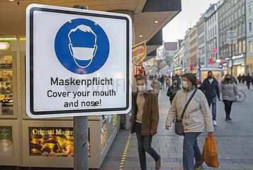 Maskenpflicht in der Muenchener Innenstadt  Schild  November 2020