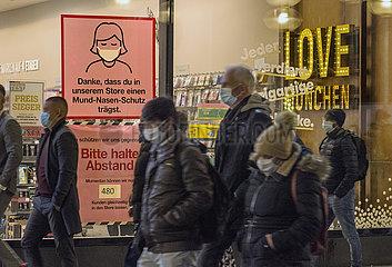 Maskenpflicht Fussgaengerzone waehrend 2. Lockdown  Muenchener Innenstadt  25.11.2020